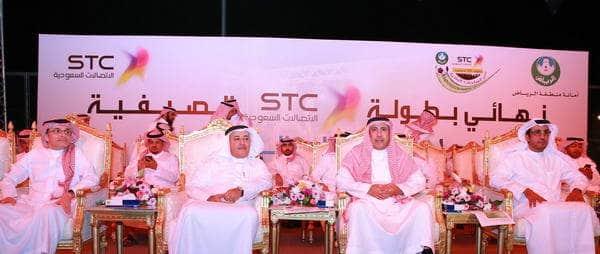 المهندس/ السلطان والدكتور البياري وأمجد شاكر اثناء حضور المباراة النهائية.