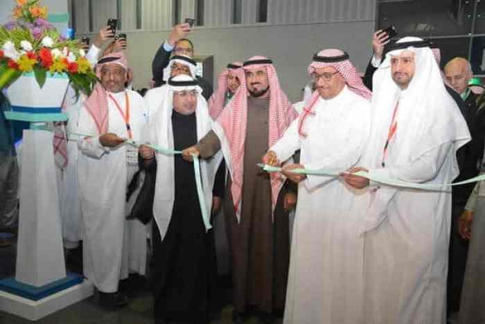 مدير جامعة الملك سعود يفتتح مؤتمر الاسنان