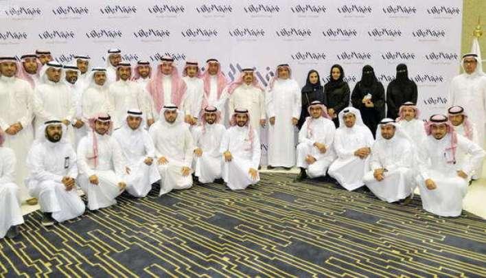 فيصل بن بندر يلتقي لجنة شباب وشابات الأعمال بالرياض