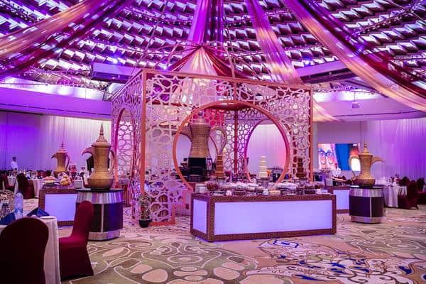 فندق انتركونتيننتال الرياض يقدم عشاءً مميزاً في قمة سماء الرياض