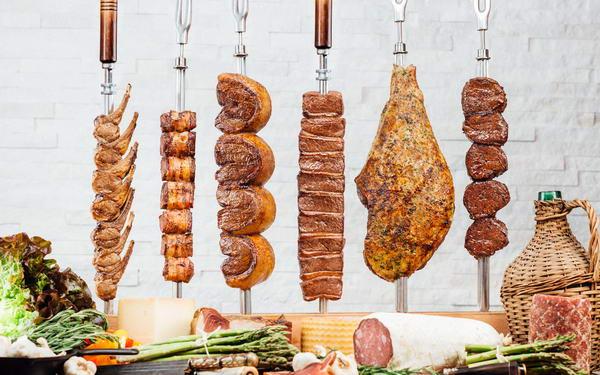 """مطعم """"تكساس دي برازيل"""" يطلق تجربة برازيلية فريدة من نوعها لأفخم أنواع اللحوم على الطريقة الشوراسكاريا"""