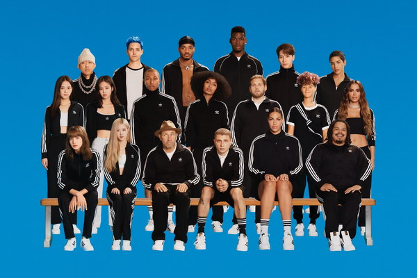 "adidas Originals تطلق حملة ""Change Is a Team Sport"""