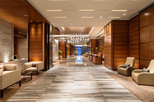 دليل فوربس للسفر يصنّف فندق روزوود أبوظبي من بين أفضل الفنادق الفاخرة في قائمته لعام 2020