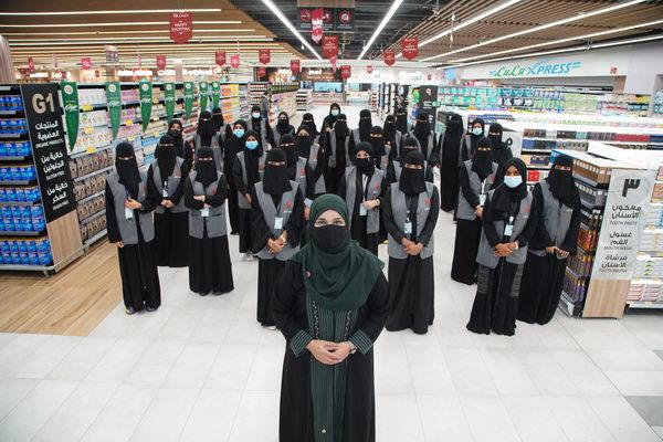 لولو تفتتح أول متجر بإدارة نسائية في المملكة