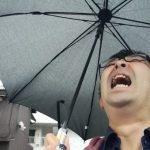 『台風接近中。知ってますか?こんな傘が全国各地の○○で売ってることを!』