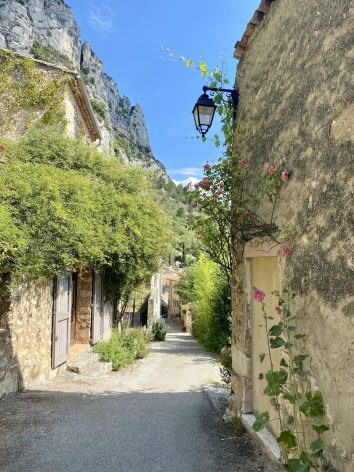 village-moustiers-sainte-marie