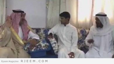 Photo of فيديو: فيصل بن سلمان يزور الصبحي في منزله بعد شفائه من إصابته في تفجير الحرم المدني