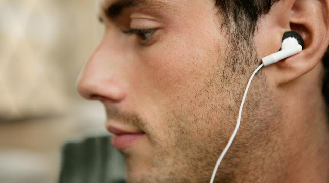 how to fit in ear headphones 1