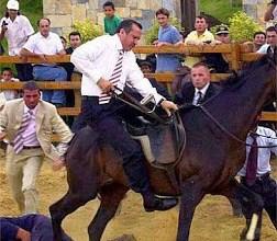 صورة فيديو : أوردغان يسقط من طرف حصان ويركل و يطرح أرضا من طرفه !