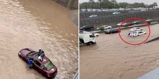 تغمر أنفاق الدائري الثاني بالمدينة وطالبين يصعدان على سطح سيارة للنجاة من الغرق