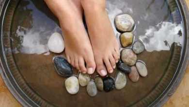 صورة علاج آلام القدمين بالأملاح