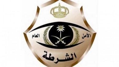 """Photo of تفاصيل القبض على يمني انتحل صفة """"مفتش صحي"""" وسرق المال من صيدليتين ومركز طبي في الرياض"""