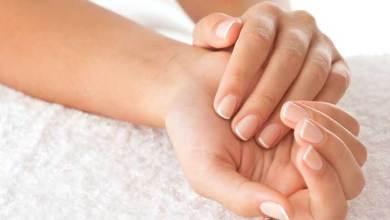 Photo of وصفات طبيعية لجمال اليدين والأظافر
