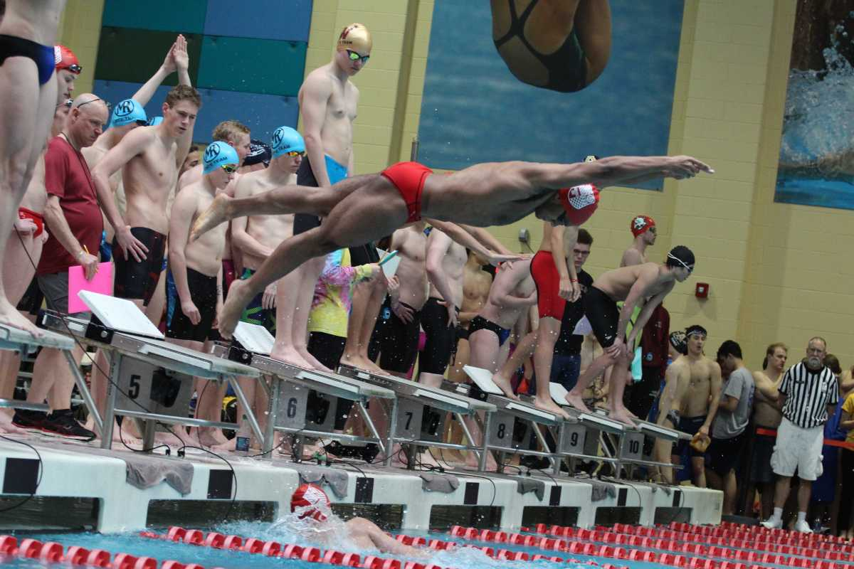 REGIS JESUIT BOYS SWIM & DIVE MAKES A SPLASH