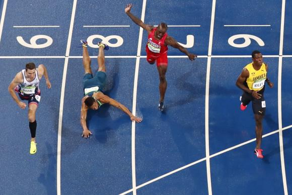 2016-08-16t002914z_546137170_rioec8g01abyk_rtrmadp_3_olympics-rio-athletics-m-hurdles110