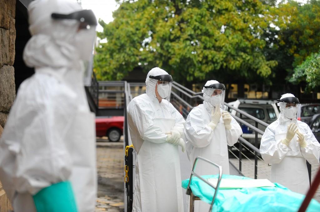 928153-ebola_6