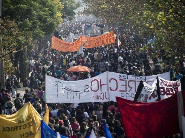 protesto-estudantes-chile-afp-multidao