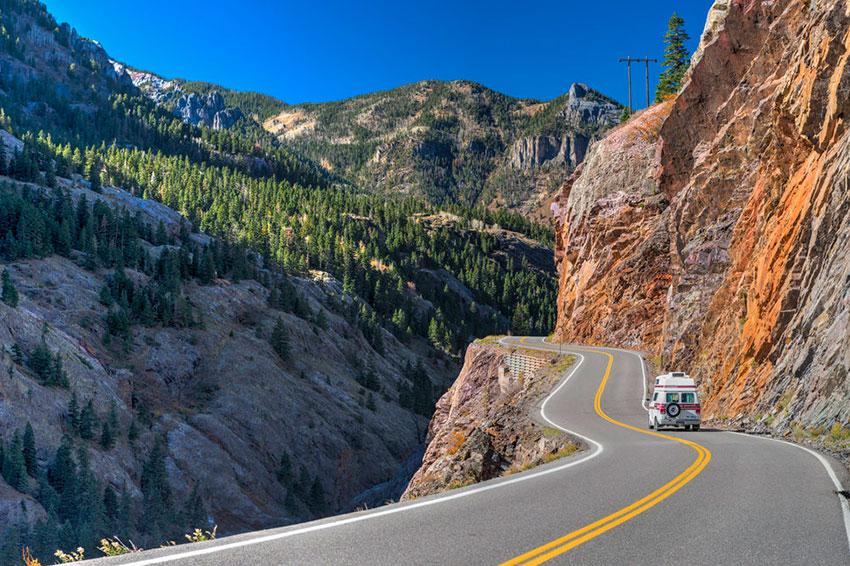 Горная дорога в США опасная красота
