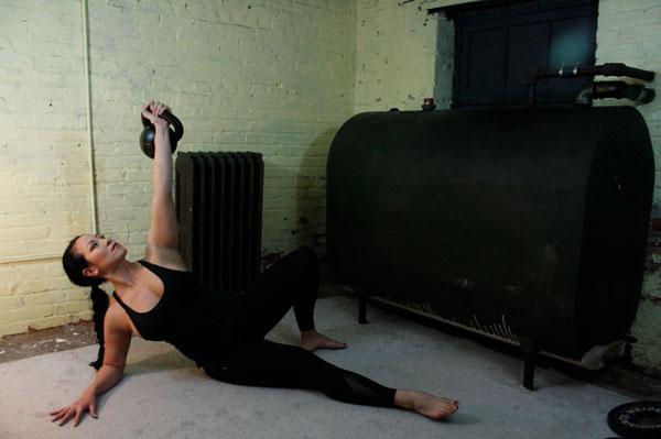 Proper shoulder position—Shoulder is aligned and lat is packed.