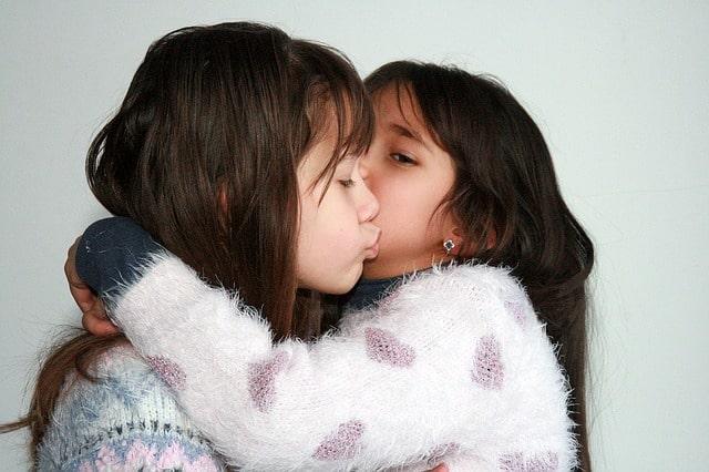 sisters-1157534_640