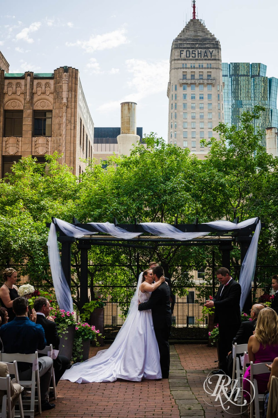 Crowne Plaza Minneapolis Northstar Downtown wedding ceremony