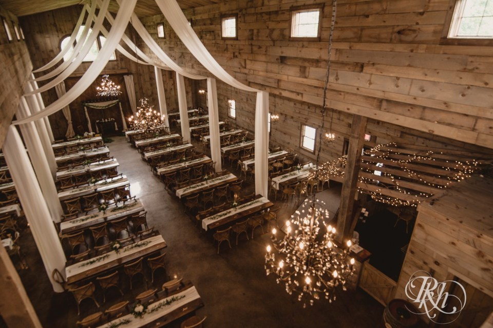 Barn wedding decor