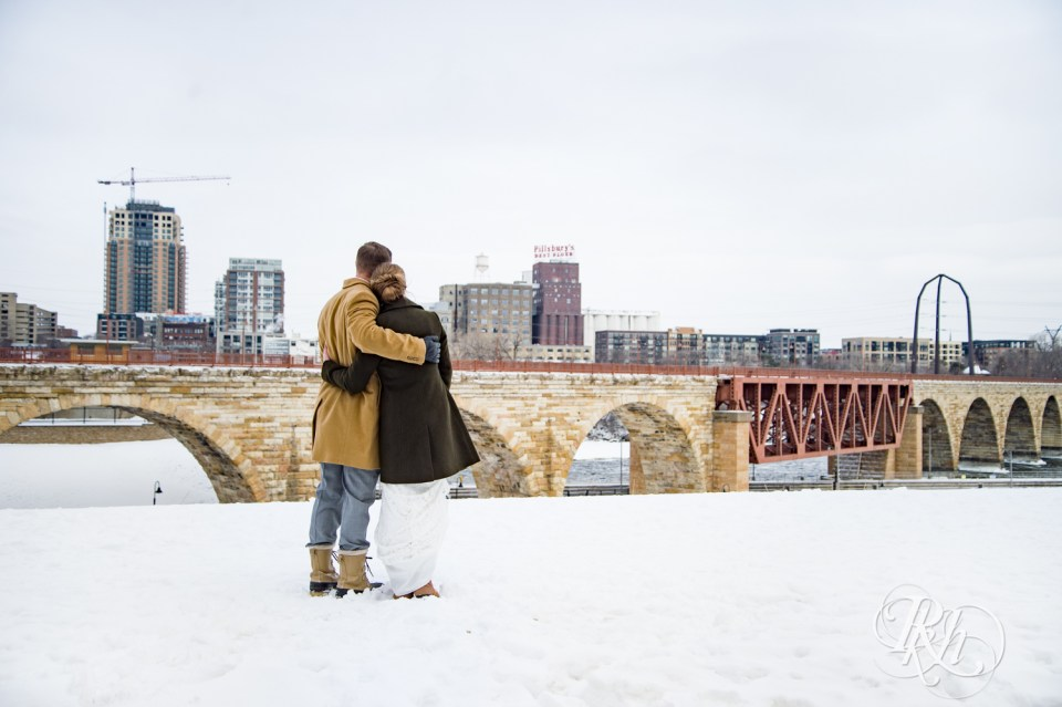 Winter wedding photography Minneapolis skyline