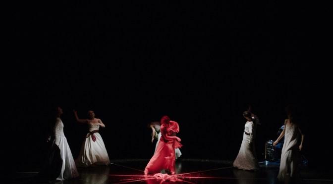 """""""Chi ha resistito, gli è fiorito il cuore"""" Ritorna STRADE MAESTRE 2019/2020   il nuovo lavoro di Koreja con la regia di Elena Bucci"""