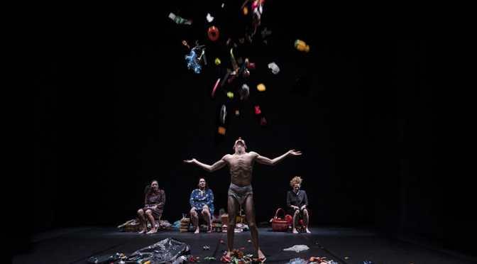 Misericordia. Torna Emma Dante al teatro Kismet di Bari con il nuovo lavoro sulla fragilità. Domani e dopodomani
