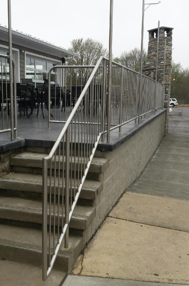 Custom SS Tube & Rod Railings
