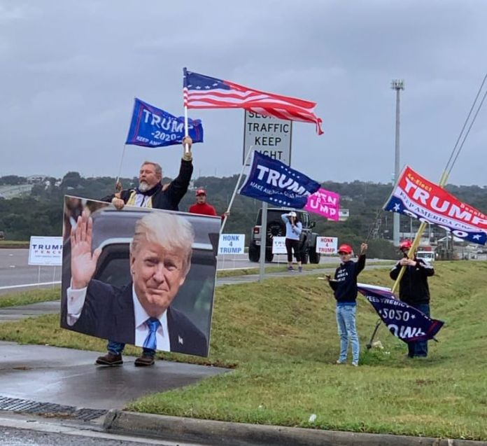 Flags4Trump Flag Waving @ Clermont SR 50