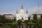 La cathédrale St-Louis vue du Jackson square. À gauche le Louisiana State Museum Cabildo