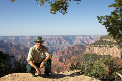 Portrait du self devant le Grand Canyon nord