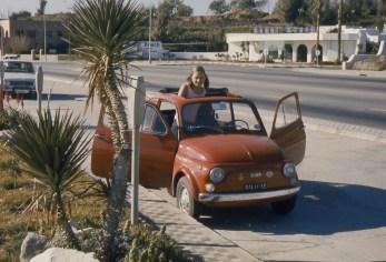 Claire dans la Fiat à Benalmadena