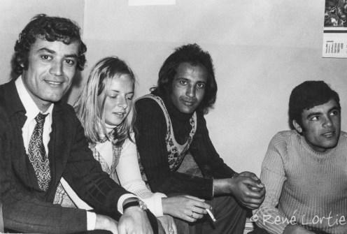 Mustapha et ses amis avec Claire à Tunis