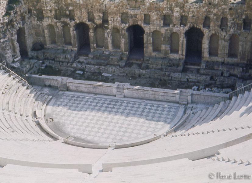 Théâtre Hérode Atticus Construit au pied de l'Acropole d'Athènes en 161, par Hérode Atticus, en mémoire de sa femme Régilla, morte en 160.