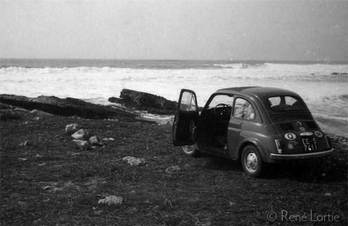 La Fiat au bord de l'Atlantique
