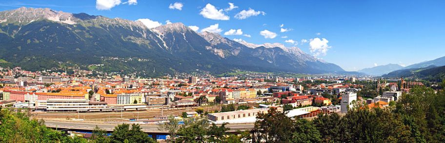 Vue panoramique d'Innsbruck. photo Pierre Bona sur Wikipedia