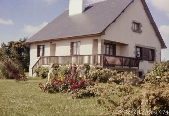 La maison des Rouault et leurs trois enfants.