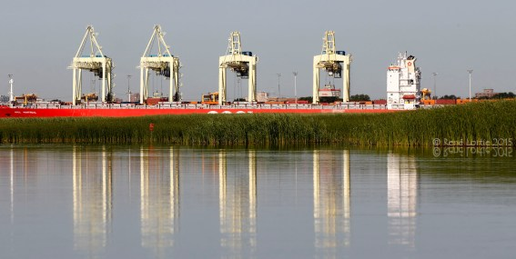 Chargeur de conteneur dans le port de Montréal / Container loader