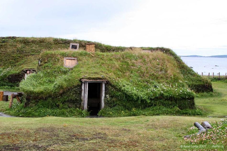 Reconstitution d'une habitation Viking à l'Anse-aux-Meadows