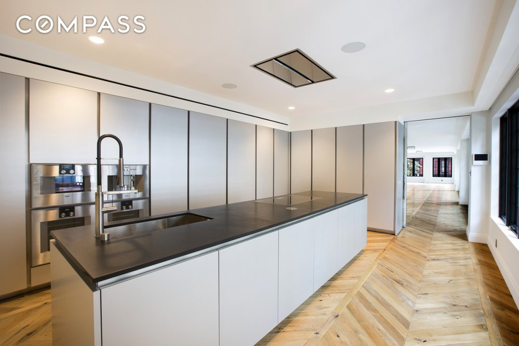 Nyc Townhouses Gramercy Park 2 Bedroom Townhouse For Sale