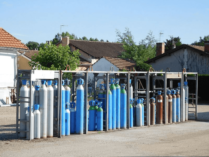 storing of gas cylinders