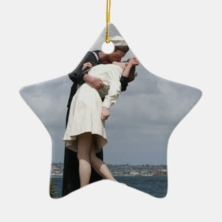 Sculpture Unconditional Surrender in San Diego Ornaments
