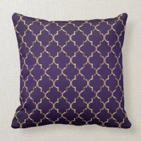 Gold Quatrefoil Pattern on Plum Purple Throw Pillow | Zazzle