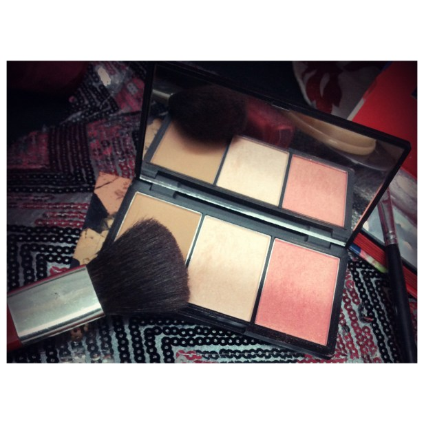 Sleek face contour kit light