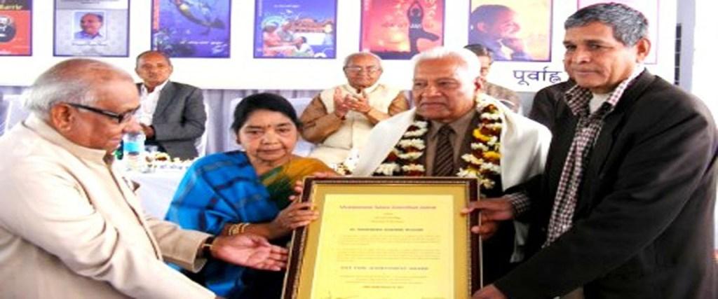 Former governor Rajasthan & RN Arvind felicitating Prof NP Sharma with Lifetime Achievement Award
