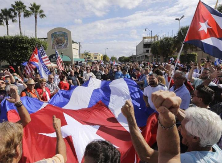 1576438815_cubanos_calle_ocho_miami