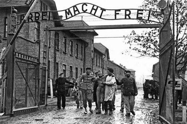 Víctimas-de-Auschwitz1