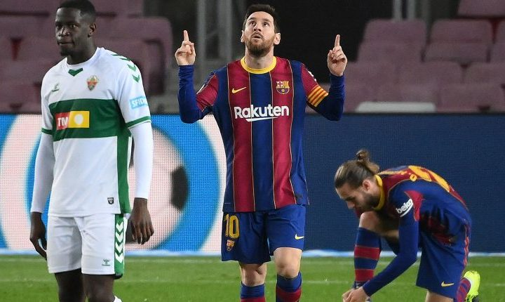Lionel Messi celebra un gol durante el partido contra Elche. (FOTO: LLUIS GENE / AFP)